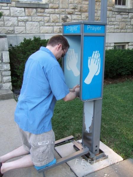 Máquina de rezar, de Dylan Mortimer. Pincha para más información.